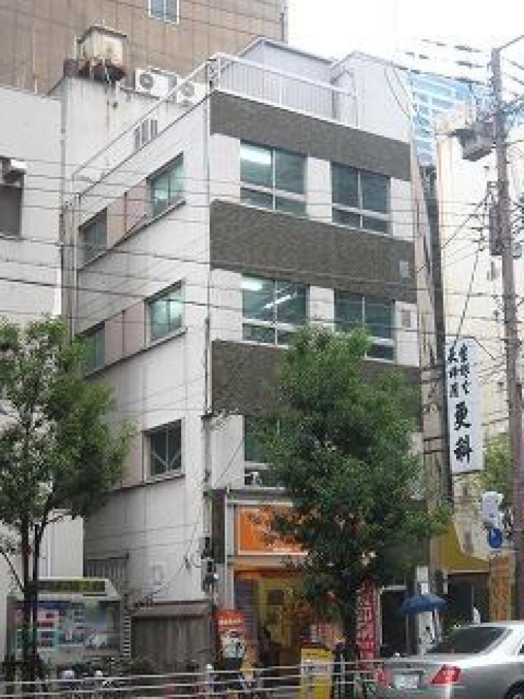 【大阪市中央区】大通り沿いの希少なコンパクトオフィス!