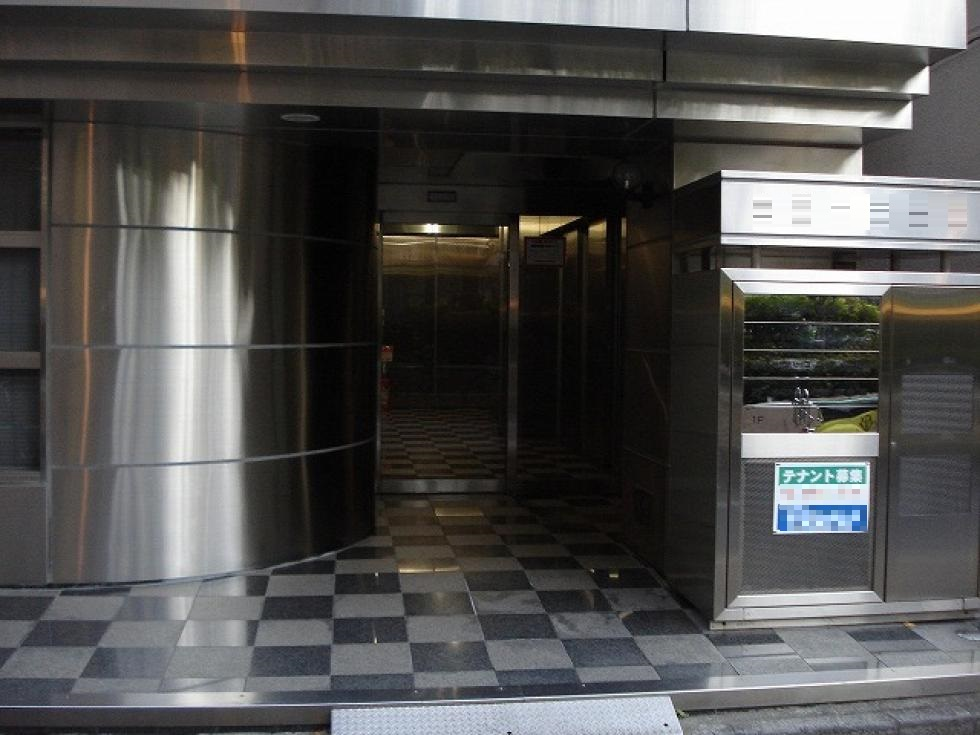 【新宿区新宿】目の前に公園が広がるオフィス 2F