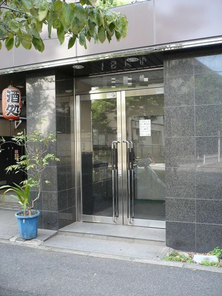 【新宿区 大久保】シャープな外観、使いやすい形のオフィス