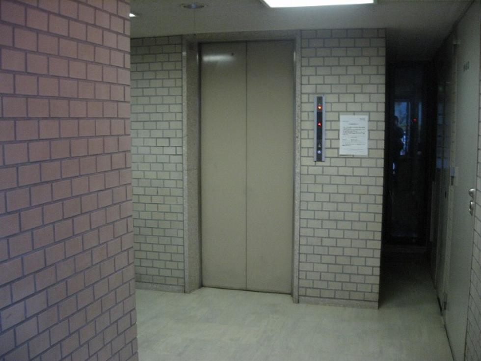 【大阪市北区西天満】1フロア2テナント設計で快適性の高いオフィス!