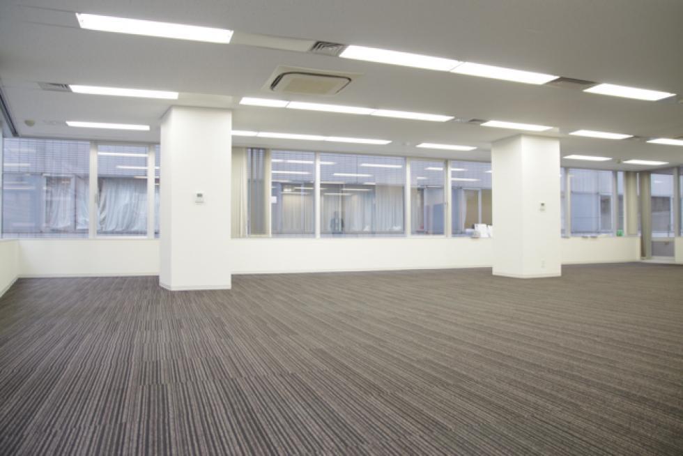【中央区日本橋箱崎町】2017年大規模リニューアル済みのオフィス