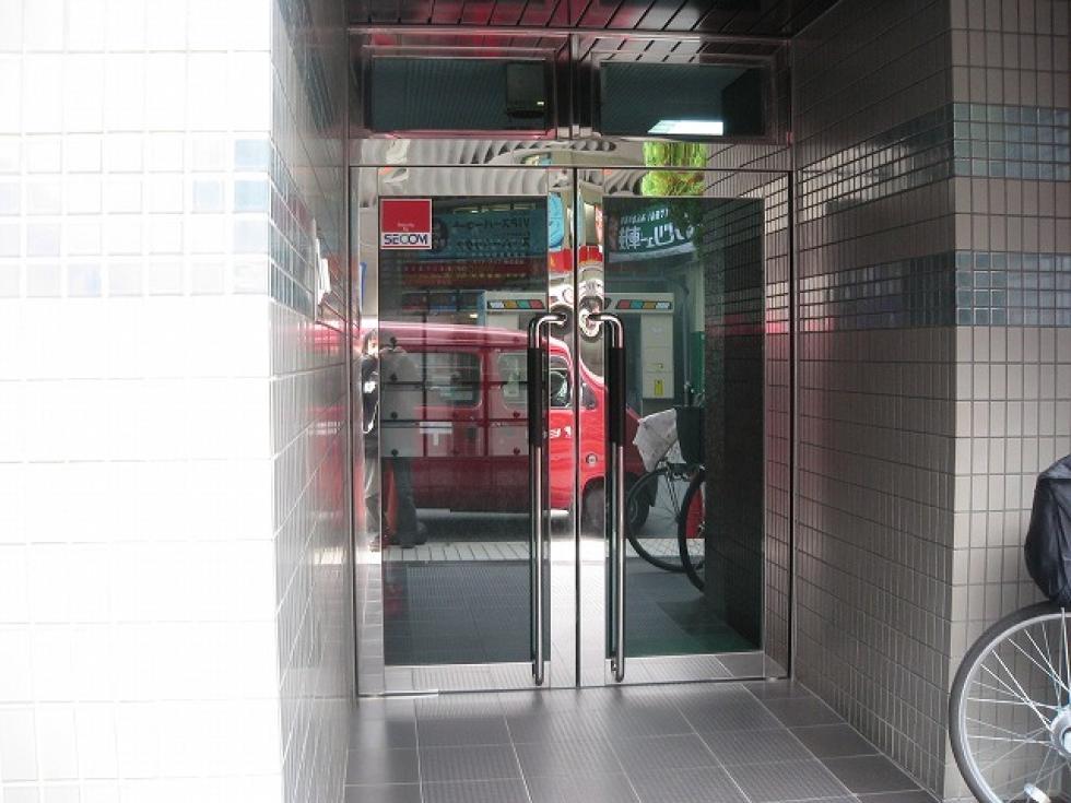 【大阪市中央区】スタイリッシュな外観のオフィスビル